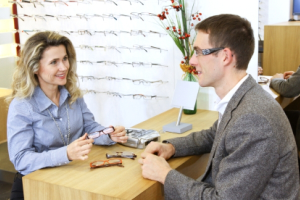 eyecare patient communicating with an eye doctor