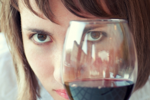 What is the Effect of Alcohol on the Eye? | CooperVision
