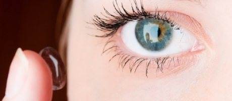 insert contact lenses