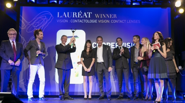 From left to the right (from Vincent Brenckmann receiving the award), CooperVision team members:  Vincent Brenckmann, Caroline Bonneville, Harald Angström, Bruno Gely, Gwendal Lustrin, Alice de Stefano, Alwine Babe